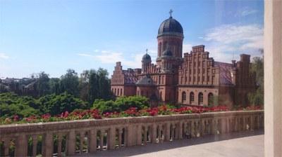 Universitetsbygning_fra_veranda.JPG